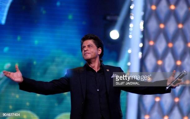 Indian Bollywood actor Shah Rukh Khan takes part in the'Umang Mumbai Police Show 2018' in Mumbai on late January 13 2018 / AFP PHOTO / Sujit Jaiswal