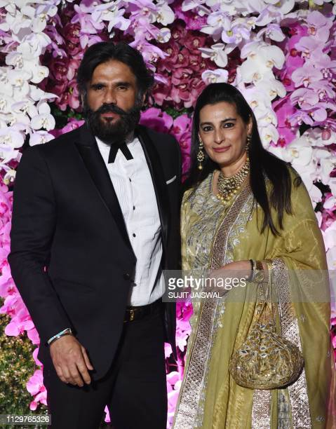 indian bollywood actor suniel shetty with his wife mana shetty to picture