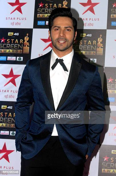 Indian Bollywood actor Varun Dhawan attends the 'Star Screen Awards 2017' ceremony in Mumbai on December 3 2017 / AFP PHOTO /