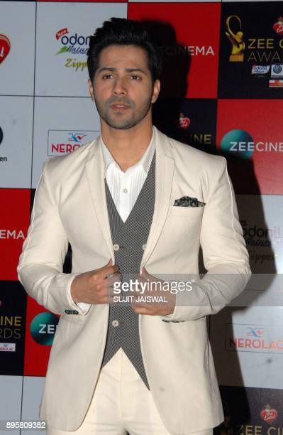 Indian Bollywood actor Varun Dhawan attends the 'Zee Cine Awards 2018' ceremony in Mumbai on December 19 2017 / AFP PHOTO / Sujit Jaiswal