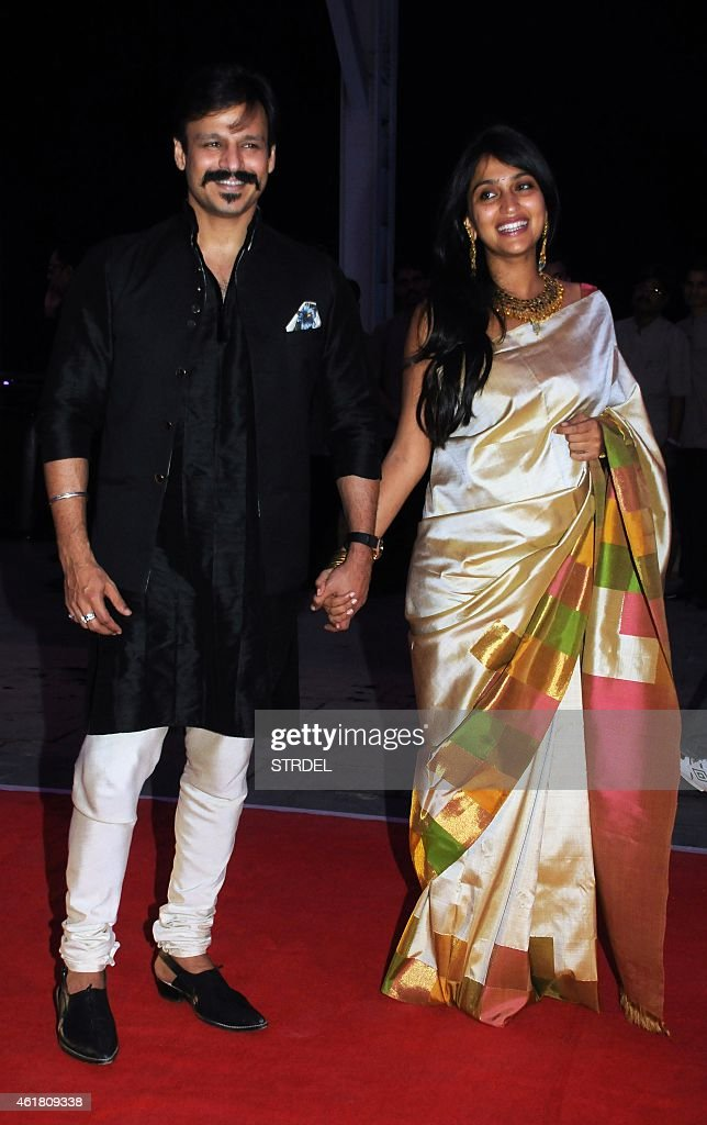 Indian Bollywood actor Vivek Oberoi with his wife Priyanka attend the wedding reception of Kussh Sinha, son of Bollywood veteran actor Shatrughan Sinha, and Taruna Agarwal in Mumbai on January 19, 2015.