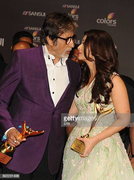 Indian Bollywood actors Amitabh Bachchan and Aishwarya Rai Bachchan pose with their trophies during the Stardust Awards 2015 ceremony in Mumbai on...