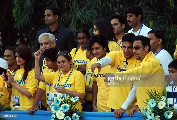 Indian Bollywood actors Anjana Sukhani Teena Ambani Akshay Kumar and Gulshan attend the Standard Chartered Mumbai Marathon 2010 in Mumbai on January...