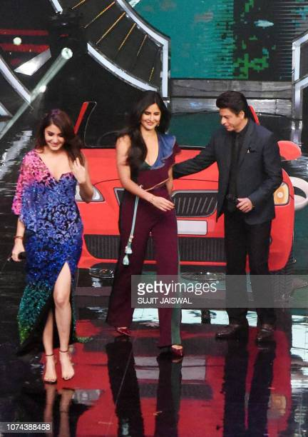 Indian Bollywood actors Anushka Sharma Katrina Kaif and Shah Rukh Khan are seen on stage during the promotion of the Hindi film 'Zero' at the Indian...