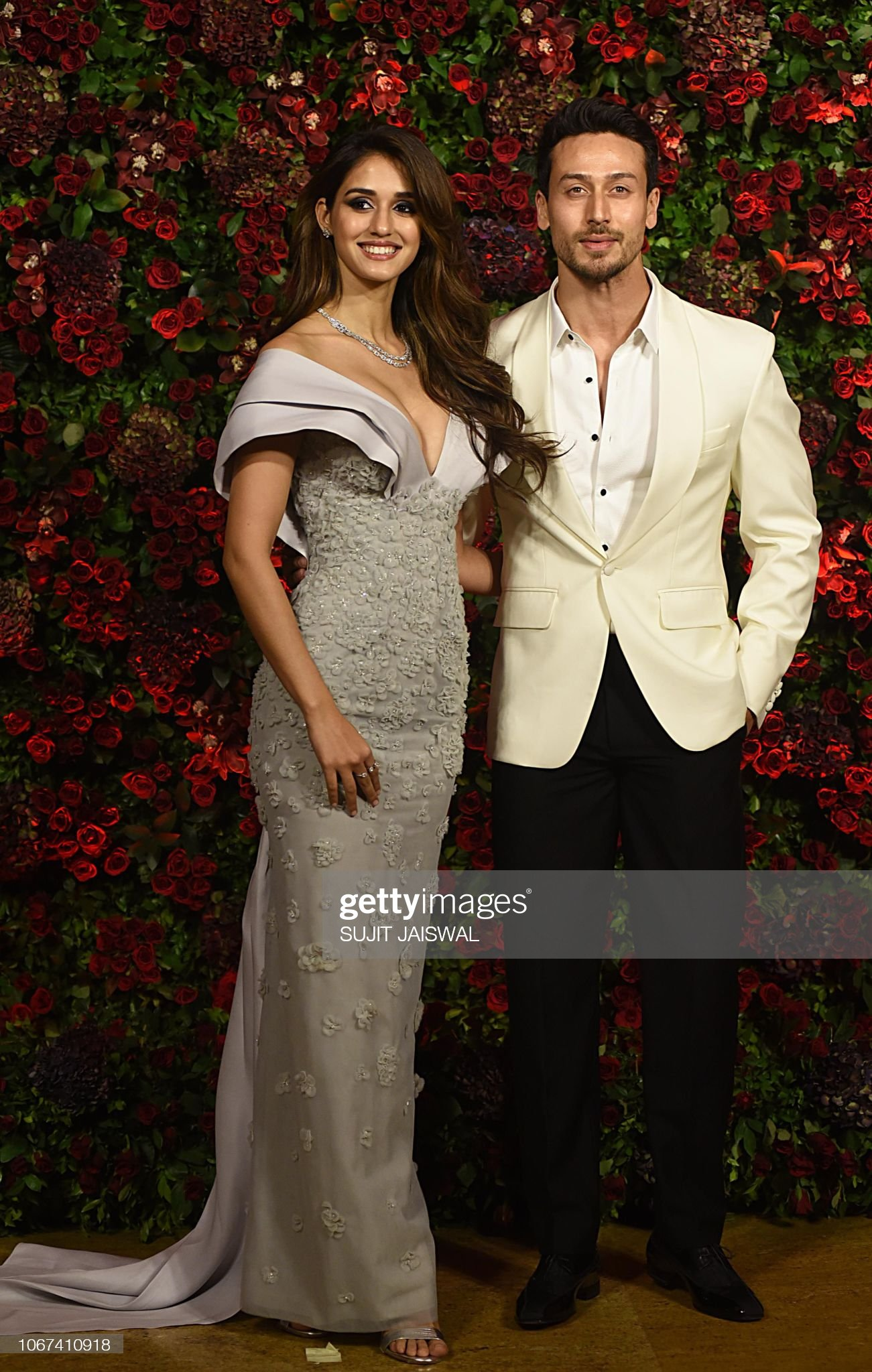 indian-bollywood-actors-disha-patani-and-tiger-shroff-pose-for-a-picture-id1067410918