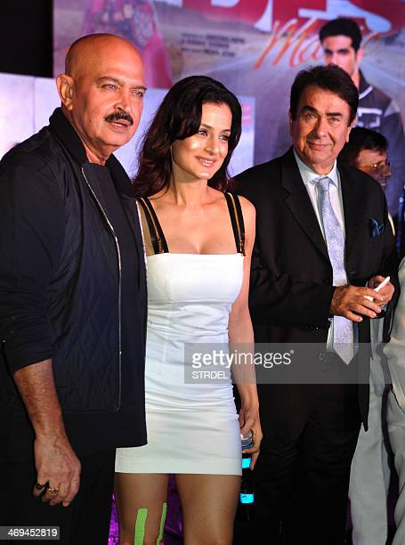 Indian Bollywood actors Rakesh Roshan Ameesha Patel and Randhir Kapoor an pose during a promotional event for the upcoming Hindi film Desi Magic in...