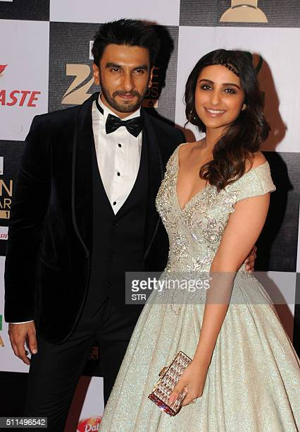 Indian Bollywood actors Ranveer Singh and Parineeti Chopra attend the 'Zee Cine Awards' ceremony in Mumbai on February 20 2016 AFP PHOTO / AFP / STR