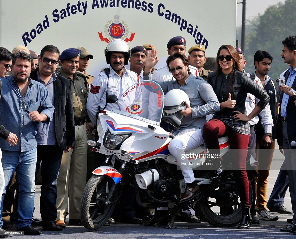 Indian Bollywood actors Saif Ali Khan and Sonakshi Sinha participate at the Road Safety campaign organized by Delhi Traffic Police at Rajpath on...