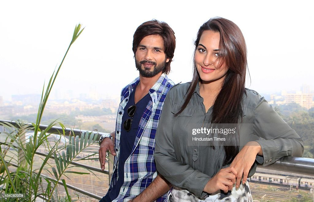 Indian Bollywood actors Shahid Kapoor and Sonakshi Sinha during an exclusive interview for the promotion of upcoming movie R Rajkumar at HT office on.