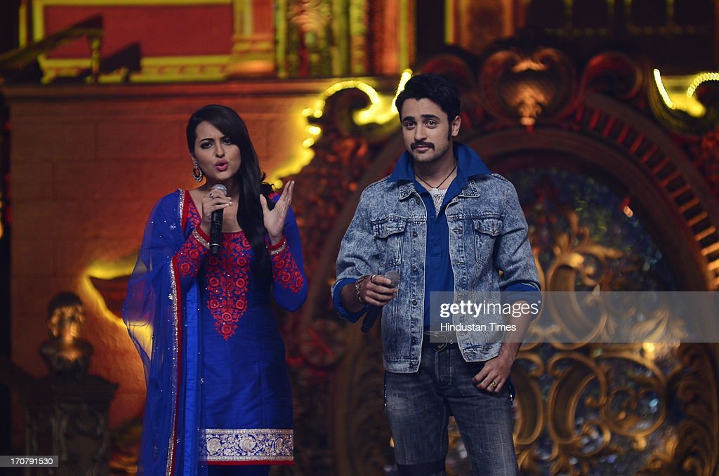 Indian Bollywood actors Sonakshi Sinha and Imran Khan during the Star Parivaar Awards 2013 at Yash Raj Studio Andheri on June 15 2013 in Mumbai India