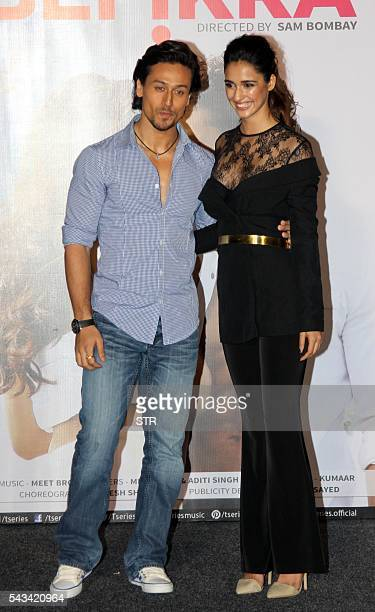 Indian Bollywood actors Tiger Shroff and Disha Patani pose during the launch of the single Hindi album 'Befikra' in Mumbai on June 28 2016 / AFP / STR