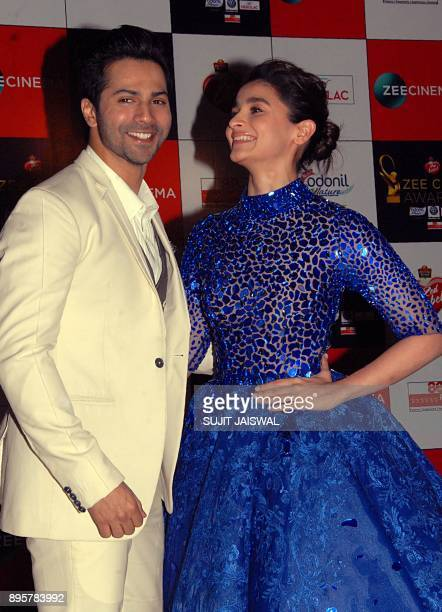 Indian Bollywood actors Varun Dhawan and Alia Bhatt attend the 'Zee Cine Awards 2018' ceremony in Mumbai on December 19 2017 / AFP PHOTO / Sujit...