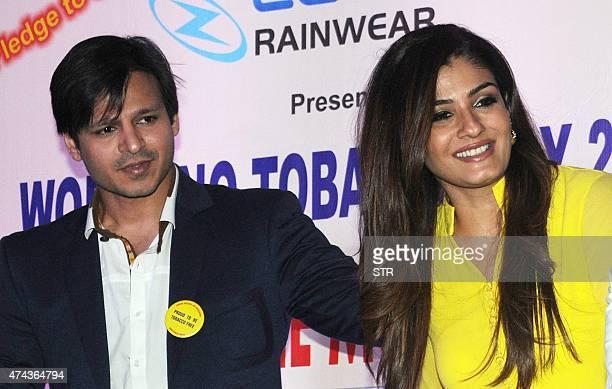 Indian Bollywood actors Vivek Oberoi and Raveena Tandon during an antitobacco event in Mumbai on May 22 2015 AFP PHOTO
