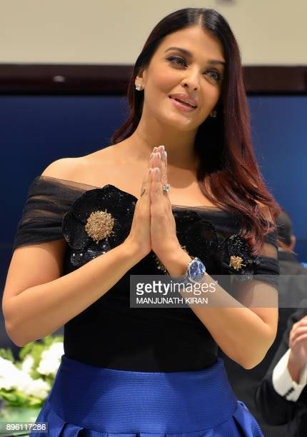Indian Bollywood actress Aishwarya Rai Bachchan takes part in a promotional event in Bangalore on December 20 2017 / AFP PHOTO / MANJUNATH KIRAN