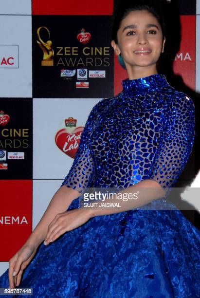 Indian Bollywood actress Alia Bhatt attends the 'Zee Cine Awards 2018' ceremony in Mumbai on December 19 2017 / AFP PHOTO / Sujit Jaiswal