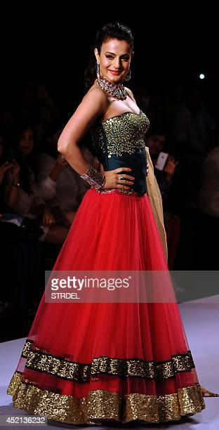 Indian Bollywood actress Ameesha Patel models a creation during Indian International Jewellery Week 2014 in Mumbai on July 14 2014 AFP PHOTO/STR