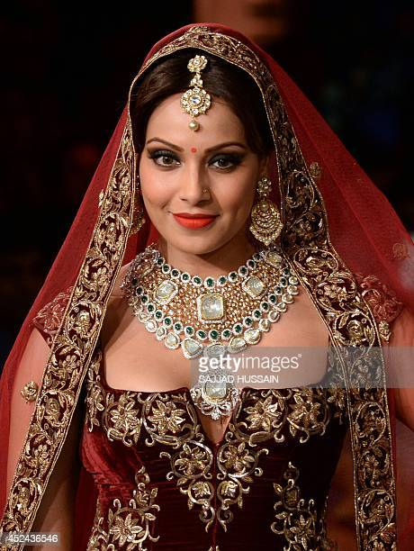 Indian Bollywood actress Bipasha Basu presents jewellery during the closing show of India Couture Week 2014 in New Delhi on July 20 2014 AFP PHOTO/...