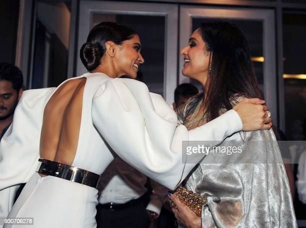 Indian Bollywood actress Deepika Padukone and Madhu Shah attend the 'Hello Hall of Fame Awards 2018' in Mumbai on March 11 2018 / AFP PHOTO /