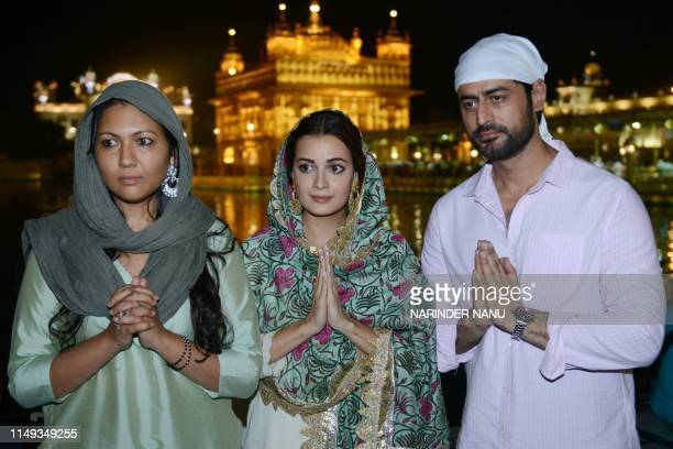Indian Bollywood actress Dia Mirza actor Mohit Raina and film director Sonam Nair pose for a photo as they pay respect at the Golden Temple in...