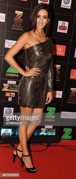 Indian Bollywood actress Disha Patani attends the 'Zee Cine Awards 2017' ceremony in Mumbai on March 11 2017 / AFP PHOTO / STRINGER