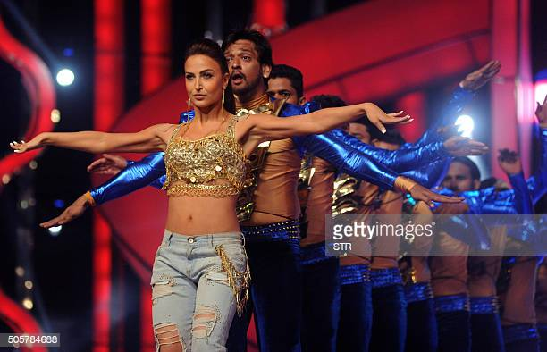 Indian Bollywood actress Elli Avram performs at the annual 'Mumbai Police Melawa' show in Mumbai on January 19 2016 AFP PHOTO / AFP / STR