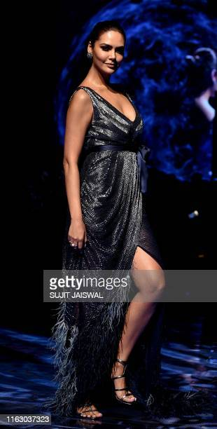 Indian Bollywood actress Esha Gupta presents a creation by designer SS at the Lakmé Fashion Week Winter Festive 2019 opening Show in Mumbai on August...