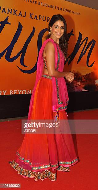 Indian Bollywood actress Genelia D'Souza poses as she attends the premiere for the Hindi film Mausam in Mumbai late September 22 2011 AFP PHOTO/STR