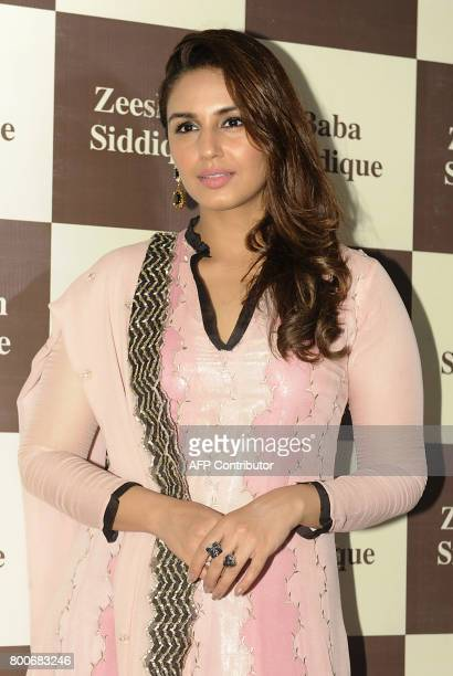 Indian Bollywood actress Huma Qureshi poses for a photograph during an Iftar event in Mumbai on June 24 2017 / AFP PHOTO / STR