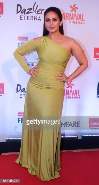 Indian Bollywood actress Huma Qureshi poses for a photograph during the Filmfare Glamour Style Awards 2017 in Mumbai on December 1 2017 / AFP PHOTO /