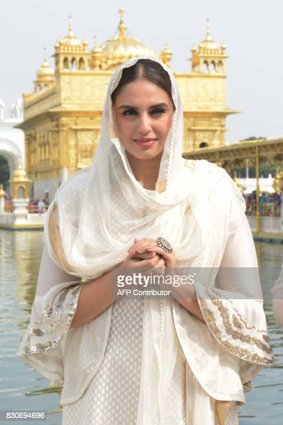 Indian Bollywood actress Huma Qureshi visit the Golden temple during a promotional event for the forthcoming Bollywood film 'Partition 1947' in...