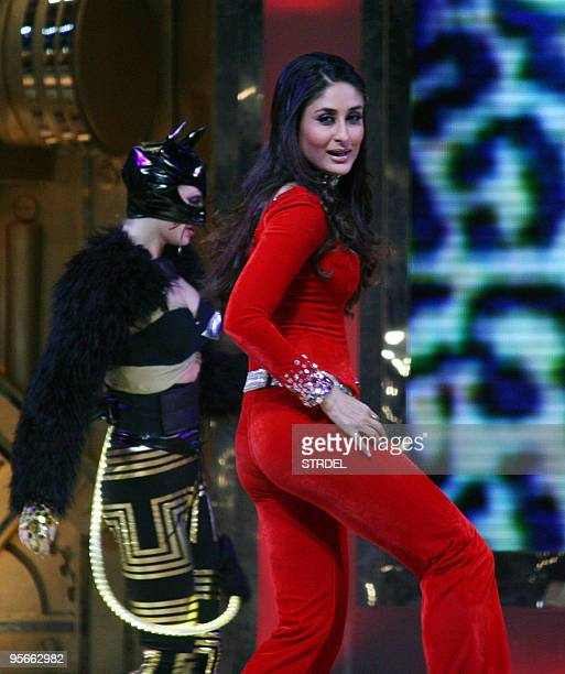 Indian Bollywood actress Kareena Kapoor performs during an awards ceremony in Mumbai late January 8 2010 AFP PHOTO/STR