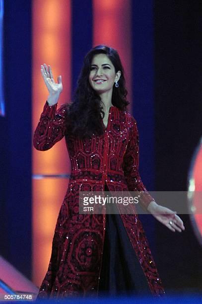 Indian Bollywood actress Katrina Kaif performs at the annual 'Mumbai Police Melawa' show in Mumbai on January 19 2016 AFP PHOTO / AFP / STR