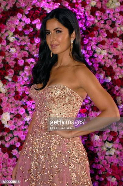 Indian Bollywood actress Katrina Kaif poses for a photograph during a promotional event in Mumbai on late December 10 2017 / AFP PHOTO / Sujit Jaiswal