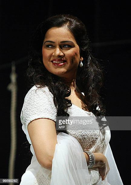 Indian Bollywood actress Padmini Kolhapure performs during the Hindi play 'Aasman Se Gira Khajoor Pe Atka' in Mumbai on May 15 2010 AFP PHOTO/STR