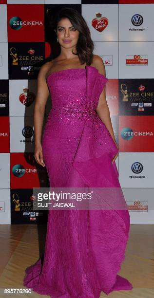 Indian Bollywood actress Priyanka Chopra attends the 'Zee Cine Awards 2018' ceremony in Mumbai on December 19 2017 / AFP PHOTO / Sujit Jaiswal