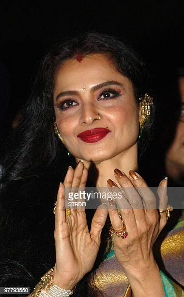Indian Bollywood actress Rekha poses at the premiere of the film �Sadiyaan� in Mumbai late March 16 2010 AFP PHOTO/STR