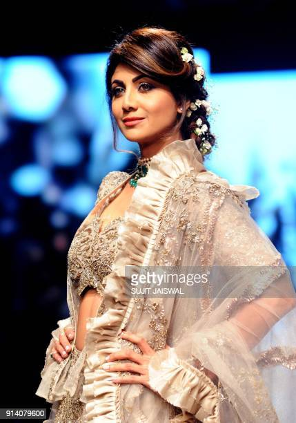 Indian Bollywood actress Shilpa Shetty showcases a creation by designer Jayanti Reddy at the Lakmé Fashion Week Summer Resort 2018 in Mumbai on...