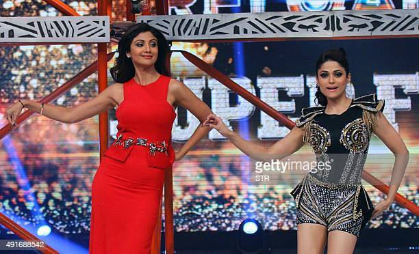 Indian Bollywood actress Shilpa Shetty with sister Smita Shetty poses during the Super Finale of Indian television reality dance show 'Jhalak Dikhhla...