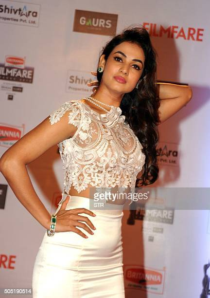 Indian Bollywood actress Sonal Chauhan attends the '61st Filmfare Awards 2016' ceremony in Mumbai on January 15 2016 AFP PHOTO / AFP / STR