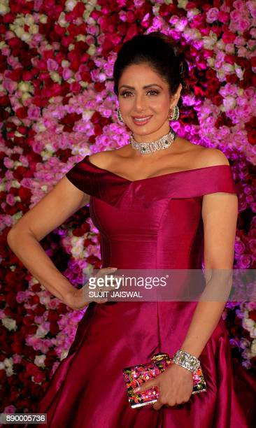 Indian Bollywood actress Sridevi poses for a photograph during a promotional event in Mumbai on late December 10 2017 / AFP PHOTO / Sujit Jaiswal