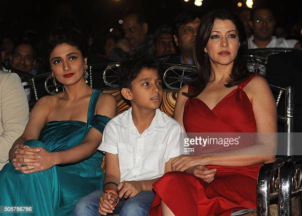 Indian Bollywood actresses Ragni Khanna and Aditi Govitrikar attend the annual 'Mumbai Police Melawa' show in Mumbai on January 19 2016 AFP PHOTO /...