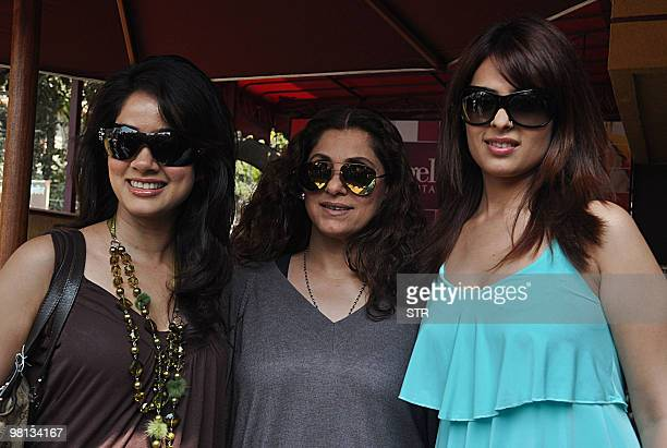 Indian Bollywood actresses Vidya Malvade Dimple Kapadia and Anjana Sukhani attend a promotional event for the film 'TUM MILO TOH SAHI' in Mumbai on...