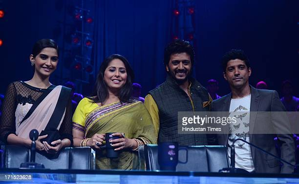 Indian Bollywood choreographer Geeta Kapoor with actors Farhan Akhtar Sonam Kapoor and Riteish Deshmukh on the sets of India's Dancing Superstar to...