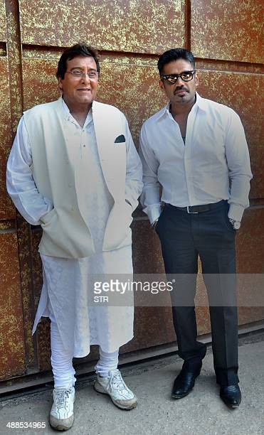 Indian Bollywood film actor Vinod Khanna poses with actor Suniel Shetty during the promotion and press conference of the upcoming Hindi film...
