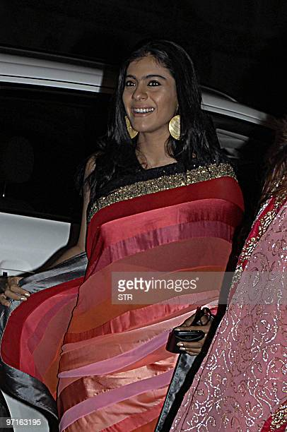 Indian bollywood film actress Kajol Devgan arrives for the �Filmfare Awards� ceremony in Mumbai on February 27 2010 AFP PHOTO/STR