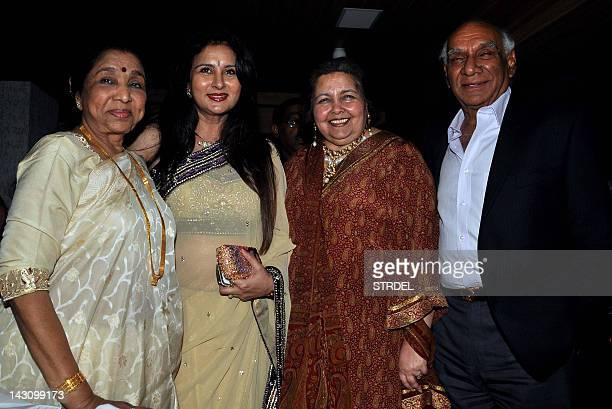 Indian Bollywood film actress Poonam Dhillon poses with Bollywood producer and director Yash Chopra his wife Pamela Chopra and playback singer Asha...