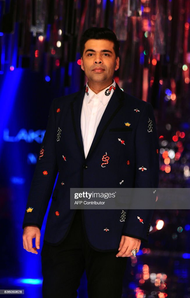 Indian Bollywood film producer and director Karan Johar poses for a photograph during the grand finale of Lakme Fashion Week (LFW) Winter/Festive 2017 in Mumbai on August 20, 2017. Lakme Fashion Week is taking place in Mumbai from August 16-20. / AFP PHOTO / Sujit Jaiswal