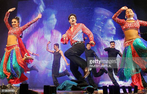 Indian Bollywood star Shah Rukh Khan and his troupe from India entertain some 10000 fans at the Temptations 2004 World widetour in Sun City late 28...