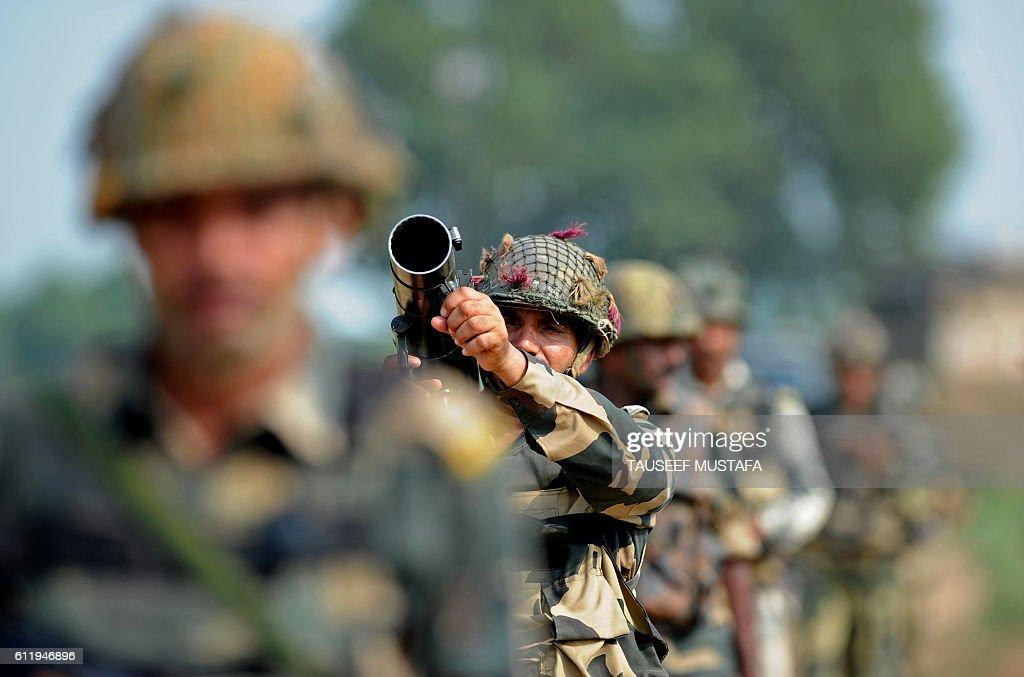 INDIA-KASHMIR-PAKISTAN-UNREST : News Photo