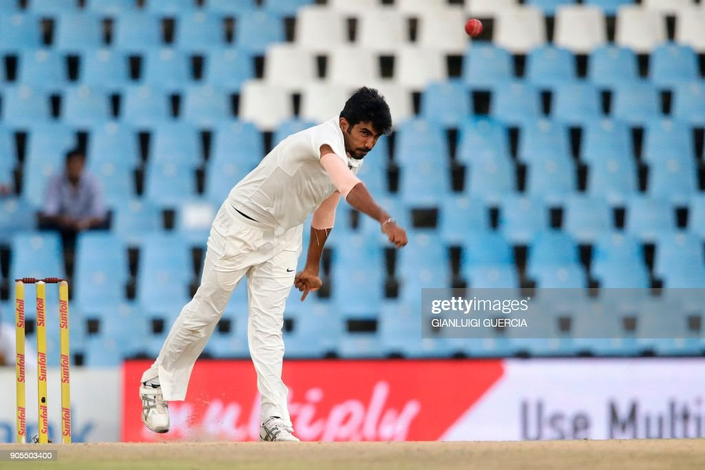 Indian bowler Jasprit Bumrah (R) bowls on South African bowler AB de Villiers (not pictured) during the third day of the second Test cricket match between South Africa and India at Supersport cricket ground on January 15, 2018 in Centurion, South Africa. /